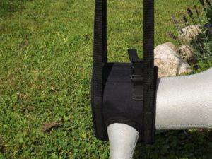 Hilfsmittel für Tiere: Lauf- und Tragehilfe. Sie wird auf Maß angefertigt, die Tragegriffe werden auf die Tragehöhe angepasst.